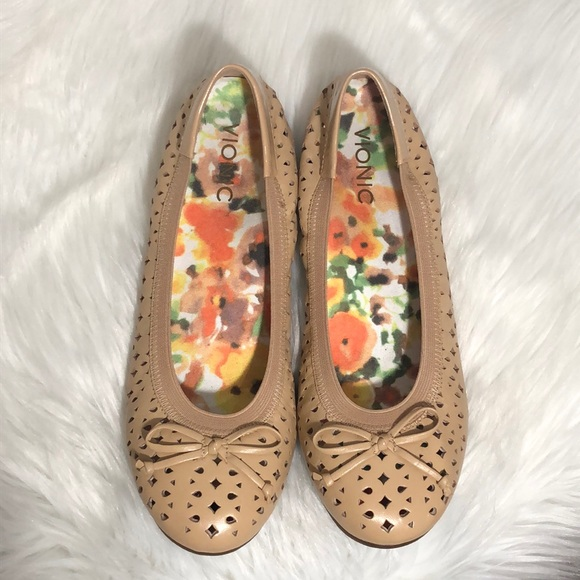 31cd4830b5144 Vionic Shoes | Surin Ballet Flat Size 85 Nude | Poshmark